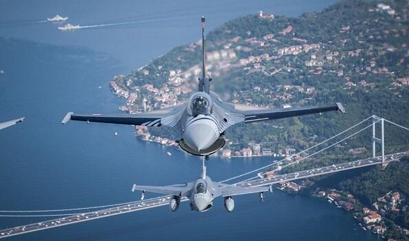 Azerbaijani fighter jets on the Istanbul skies -