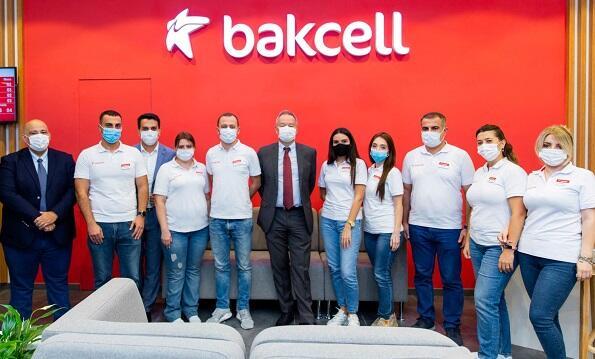 """""""Bakcell"""" yenilənmiş konsept mağazasını təqdim etdi - Video"""