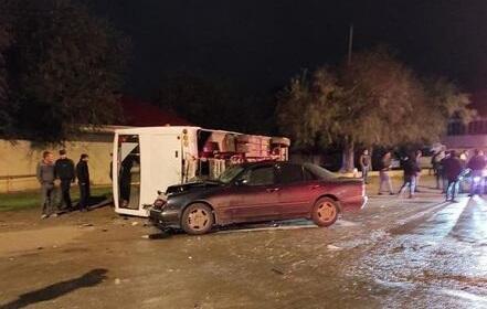 Sumqayıtda sərnişin avtobusu aşdı - Foto