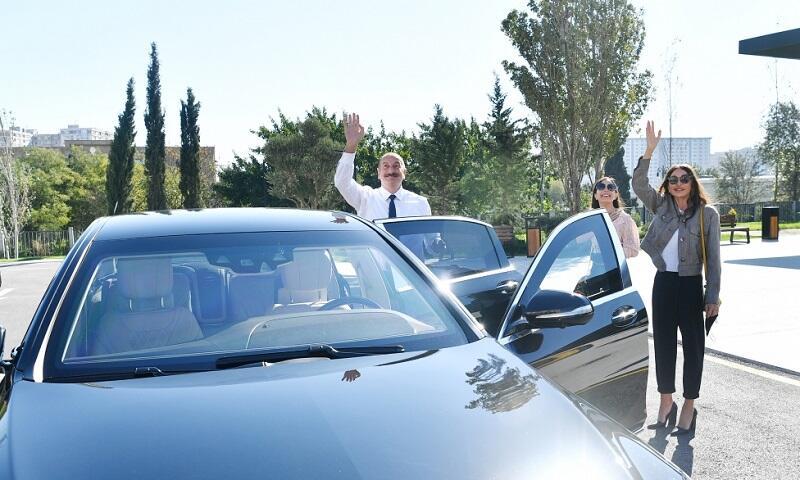 Бакинцы поприветствовали Президента и Первую леди - Фото