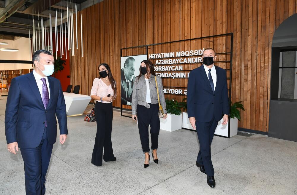 Президент и Первая леди на открытии центра DOST