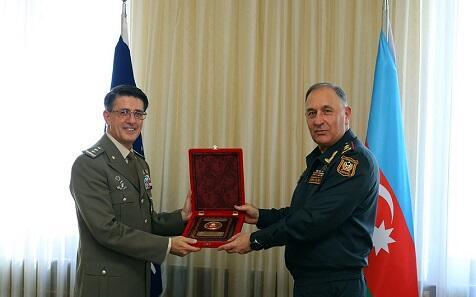 Начальник Генштаба встретился с делегацией НАТО