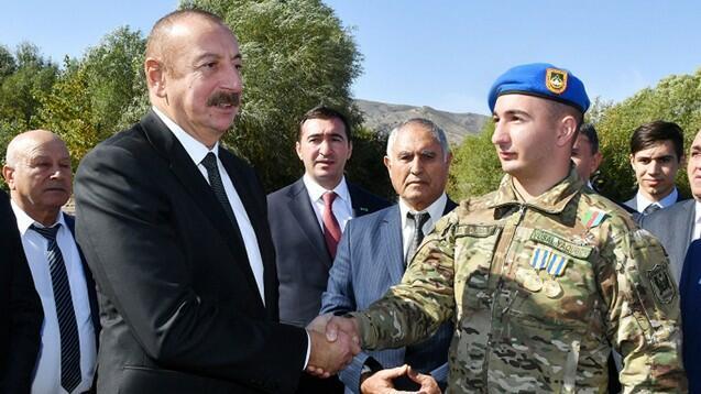 Prezident 19 yaşlı Müharibə Qəhrəmanı ilə görüşdü