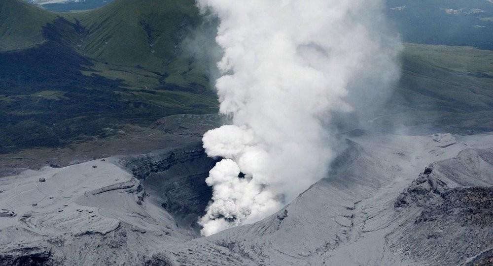 Yaponiyanın ən böyük vulkanı püskürdü