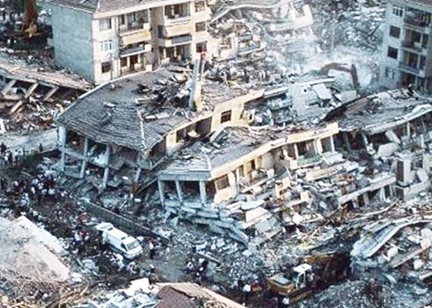 قونشو اؤلکهده زلزله: ۱۷ مین اؤلو، ۲۳ مین یارالی - آنیم