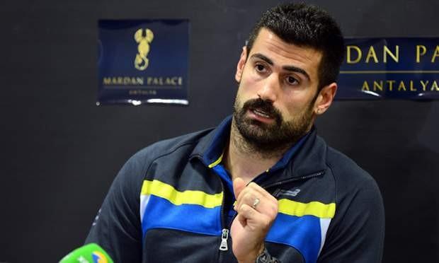 Türk futbolçu kitab yazacaq -