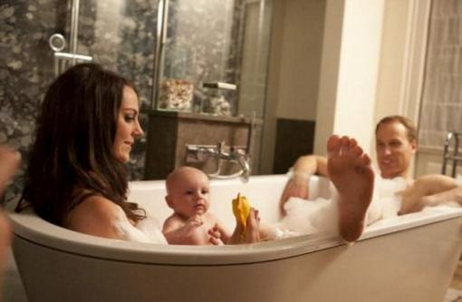 в ванной фото с мужем и детьми