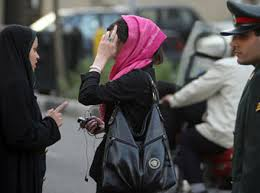 ایراندا داها ایکی قادین حجابا اعتراض ائتدی - ویدئو