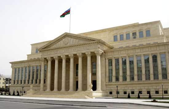 Ограничения на деятельность судов сохранятся