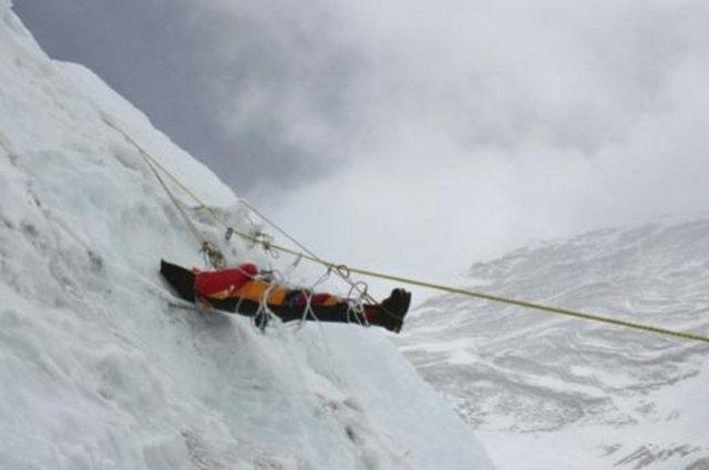 3 alpinist dağdan enən zaman öldü