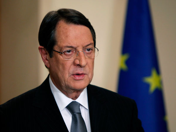 Prezident Çiprasdan 300 milyon rüşvət alıb - İddia